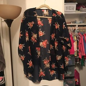 Floral print flowy camisole 🌸🌸
